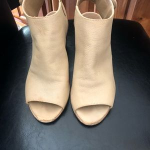 Steve Madden Taupe Size 6/12